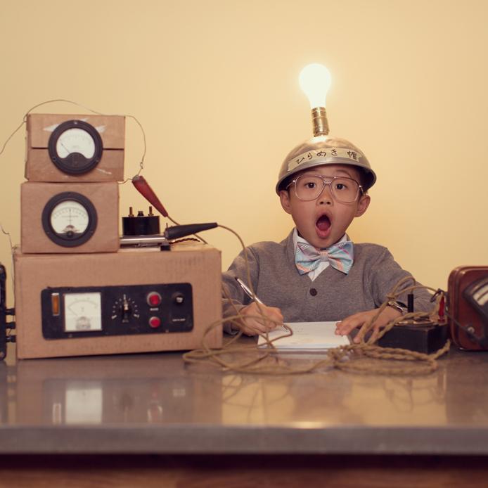 A little boy realizing an experiment