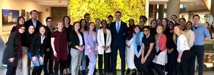 Groupe d'étudiants avec son Excellence Johan VERKAMMEN, Ambassador Embassy of Belgium Ottawa