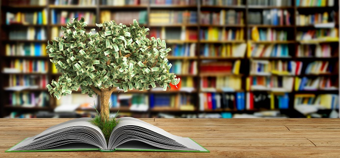 Arbre à billets poussant dans un livre